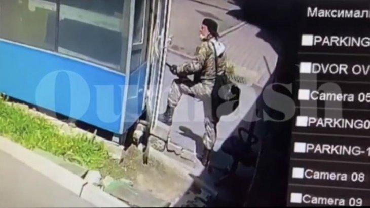 «Терезесіне түсініксіз плакаттар іліп, аспанға оқ ататын»: көршілері Алматы атыс ұйымдастырған адам туралы пікір білдірді