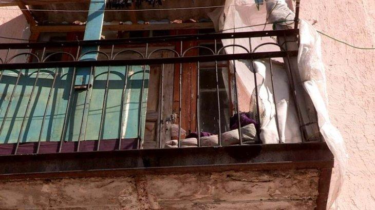 Шымкентте екі жасар бала балконнан құлап кетті