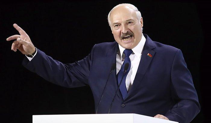 «Өлмей биліктен кетпейді»: Лукашенко биліктің ауысуы туралы жарлыққа қол қойды