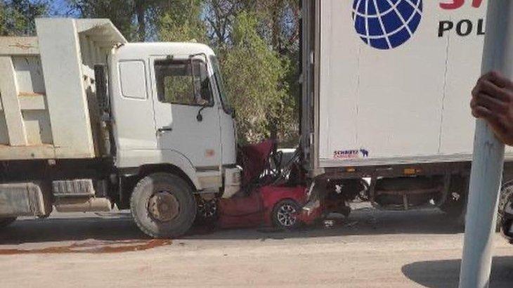 Алматы облысында жеңіл көлік қос жүк көлік арасында қысылып қалды