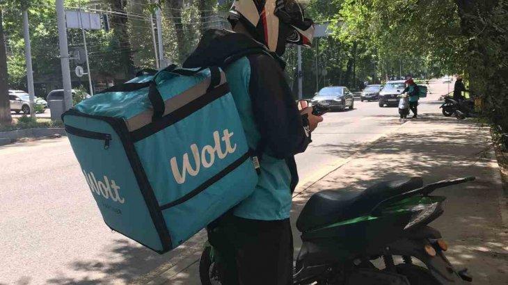 Алматыда Wolt курьерлері тағы да наразылыққа шықты