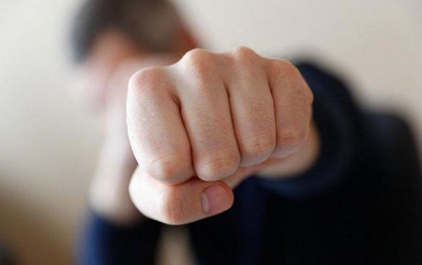 Алматы облысында ер адам дәрігерді тұншықтырып, ұрып тастады