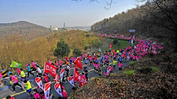 Қытайда жарыс кезінде жиырмадан астам марафоншы қайтыс болды