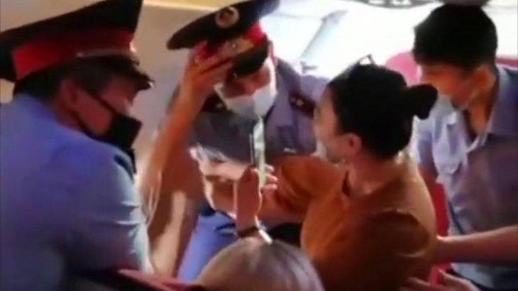 Алматы - Нұр-Сұлтан бағытындағы ұшақта жолаушы жанжал шығарды