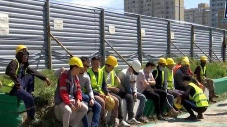 Екі ай бойы жалақы алмаған «Абу Даби Плаза» құрылысшылары жұмысқа шықпай қойды