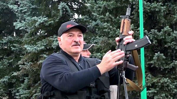 Лукашенко жұртты жаппай қарулануға шақырды