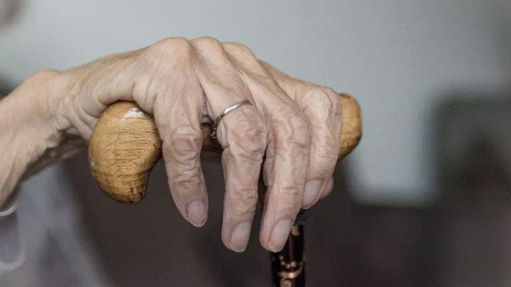 «Жайбарақат қарайтынмын»: 98 жастағы әжей ұзақ өмір сүрудің құпиясымен бөлісті