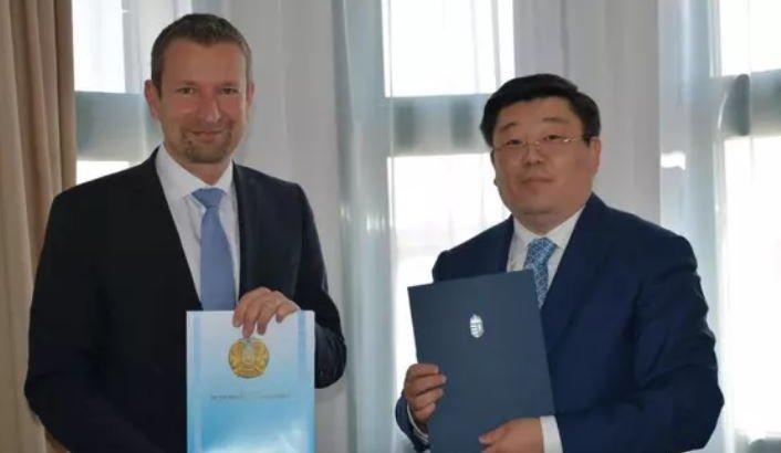 Венгрия қазақстандық вакцинация паспортын мойындады