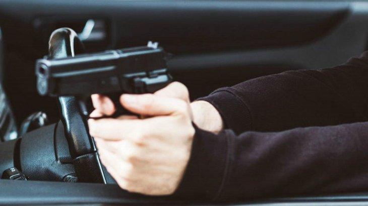 Алматы облысында жоғары лауазымды полицейдің көлігіне оқ атылды