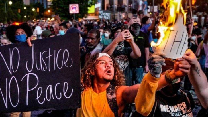 «Нәсілшілдікке жол жоқ!»: Флойд қазасына кінәлі полицейге сот үкімі шықты