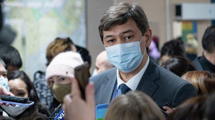 «Вакцина алмағандарды жұмыстан шектеу қажет». Бас санитардың жаңа қаулысы шықты