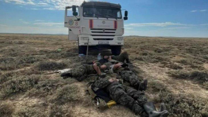 Әлсіреп құлай кеткен: Қарағанды облысында өрт сөндірушілердің әсерлі фотосы жарияланды