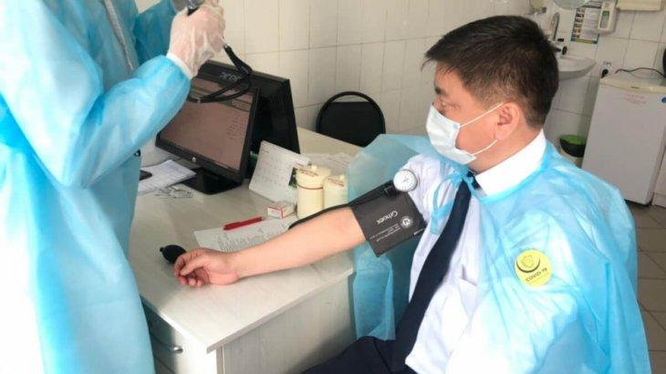 Шымкентте вакцина алмаған қызметкерлер жұмыс орнына кіргізілмейді – жаңа қаулы