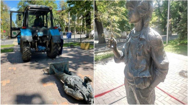 Алматыда Виктор Цойдың ескерткішін трактор қағып кетті