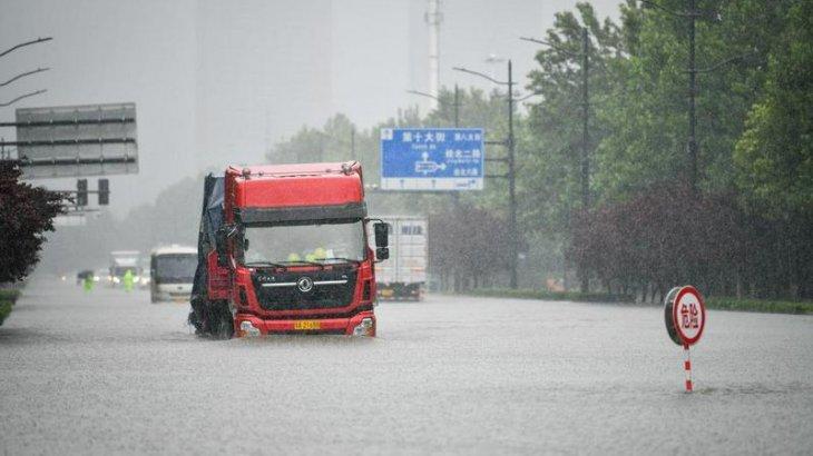 Қытайда нөсер жауыннан кейін қаланы су басып, 25 адам көз жұмды