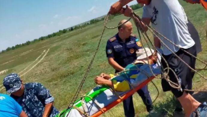 Ақтөбеде мал бағып жүрген жасөспірім 6 метрлік шұңқырға құлап кетті
