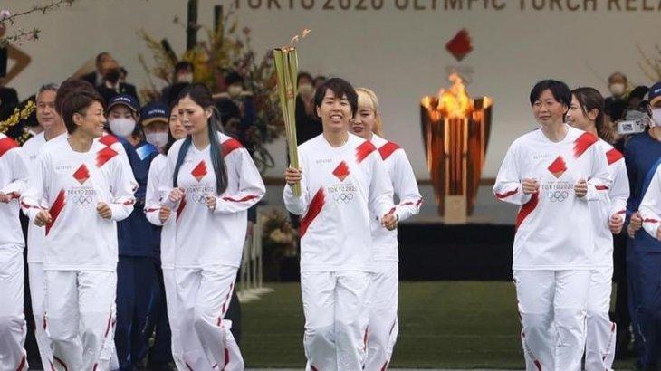 «Әзірге алауды кім жағатыны белгісіз»: Токиода Олимпиада алауының эстафетасы аяқталды