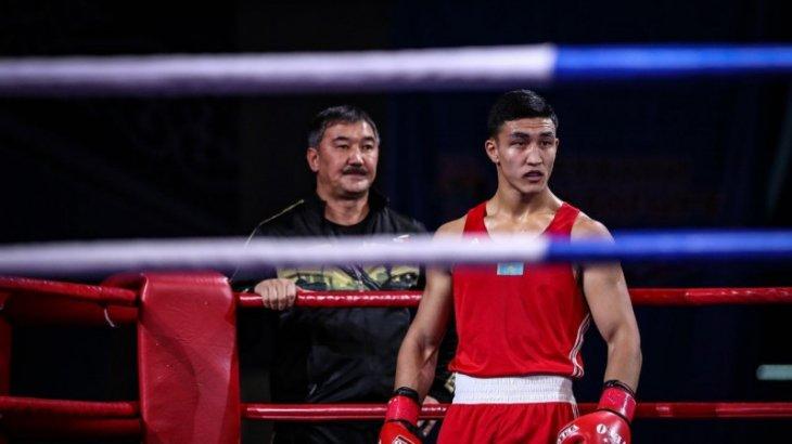 Олимпиада-2020: Әбілхан Аманқұл өзбек боксшысын нокдаунға түсіріп, ширек финалға шықты