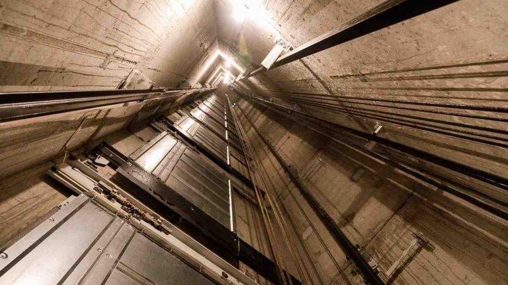 Атыраудағы көпқабатты үйде лифт құлап, бір адам қаза тапты