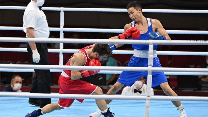 Бокстан алтын жоқ: Сәкен Бибосынов жартылай финалда жеңіліп, қола медаль алды