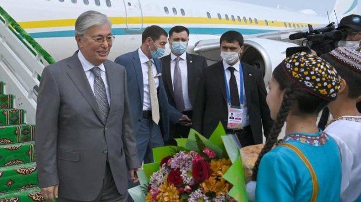 Тоқаев жұмыс сапарымен Түрікменстанға барды