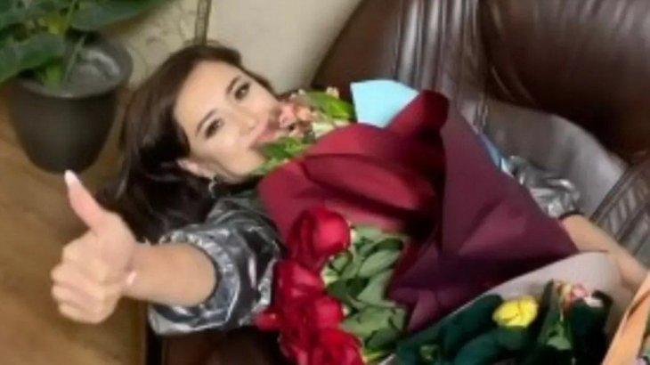 «Аттың басын жібердік»: Мадина Сәдуақасова карантиндегі алғашқы концерттің қалай өткенін айтып берді