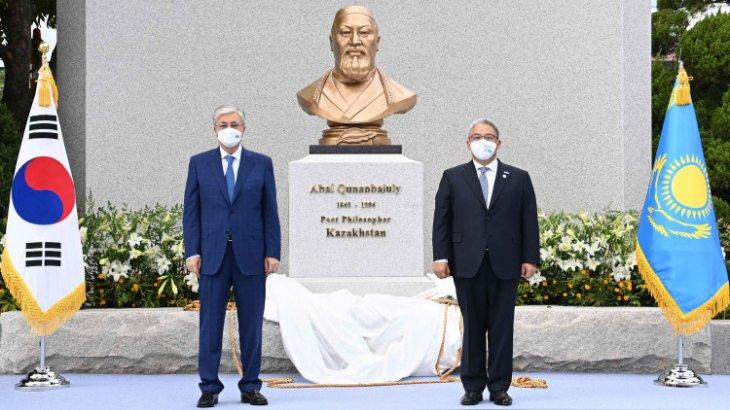 Тоқаев Сеулде Абай Құнанбайұлына қойылған бюсттің ашылу рәсіміне қатысты