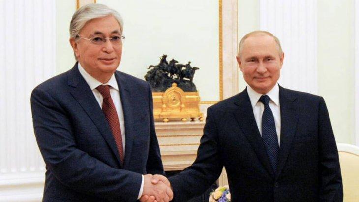 Тоқаев пен Путиннің Кремльде екіжақты кездесуі басталды