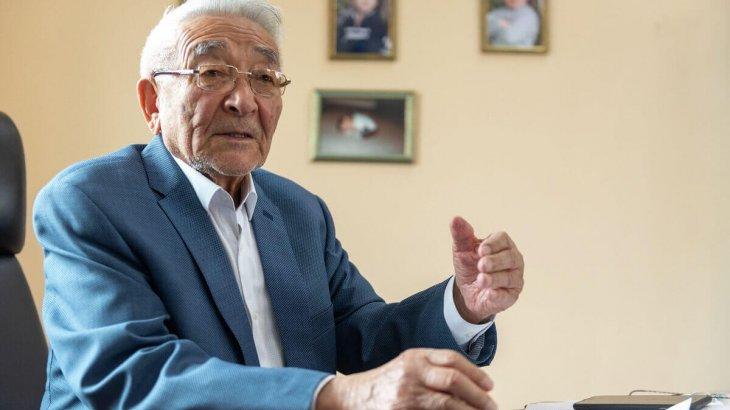 90 жастағы Төрегелді Шарманов коронавирусқа қарсы вакцина алды