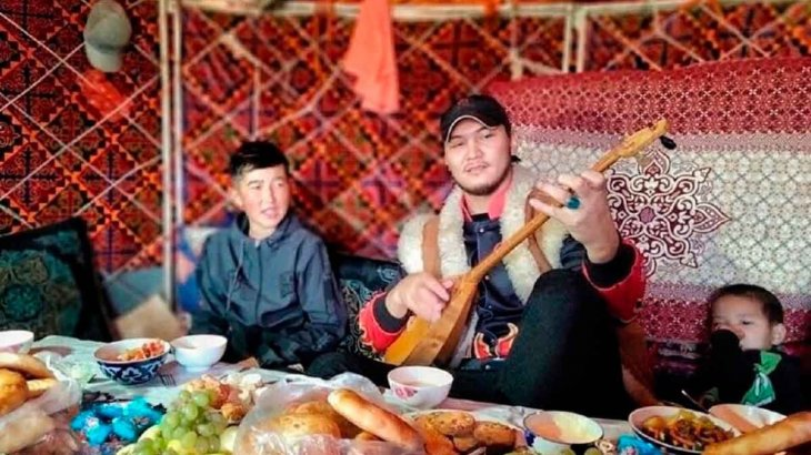 Жігер Ауыпбаев талантымен елді баураған қойшы баланы шәкірт етіп алды