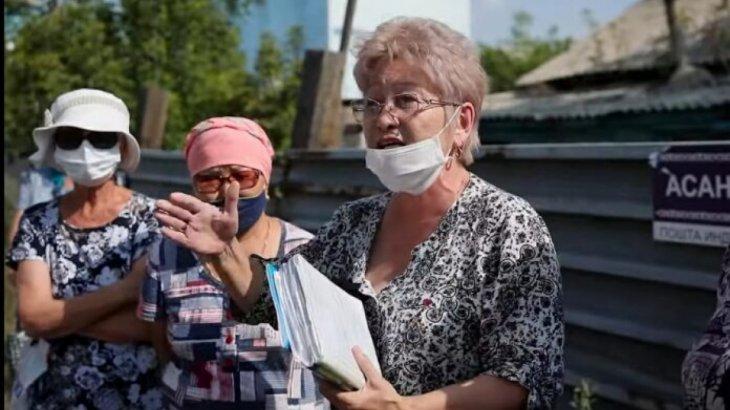 «Көлгінов мырза, біздің үйде тұрып көріңізші»: Елордалық тұрғындар наразылық танытты
