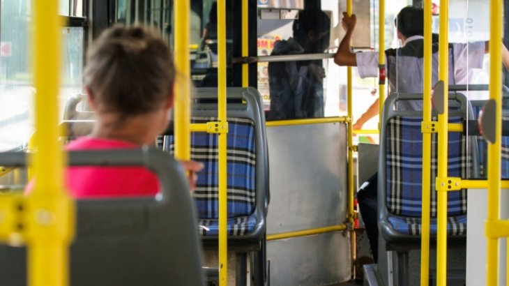 «Баспен бір ұрған»: Қарағандыда кондуктор оқушының мұрнын сындырып тастады