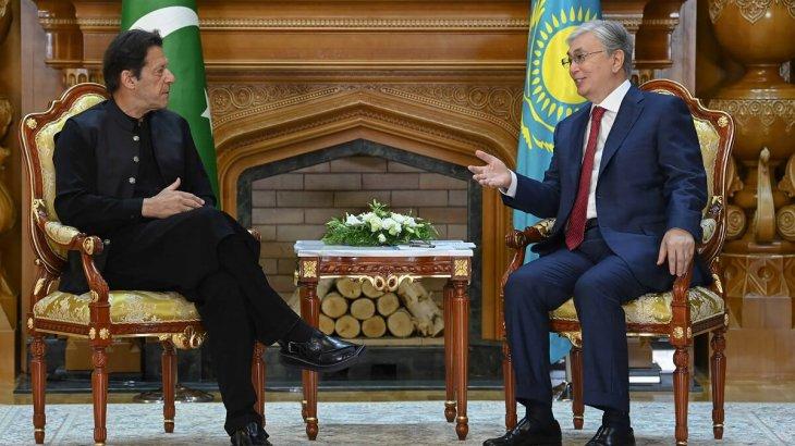 Тоқаев Пәкістан премьер-министрімен кездесті
