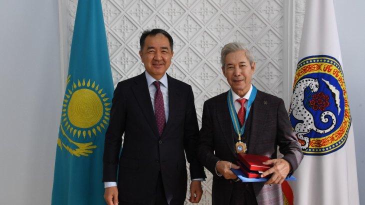 Сағынтаев Алматының жаңа құрметті азаматтарын құттықтады (ФОТО)
