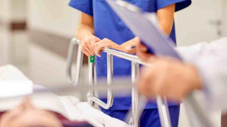 Жүкті әйелді қуып шыққан: Елордада дәрігердің науқасқа деген дөрекілігі ВИДЕОға түсіп қалды