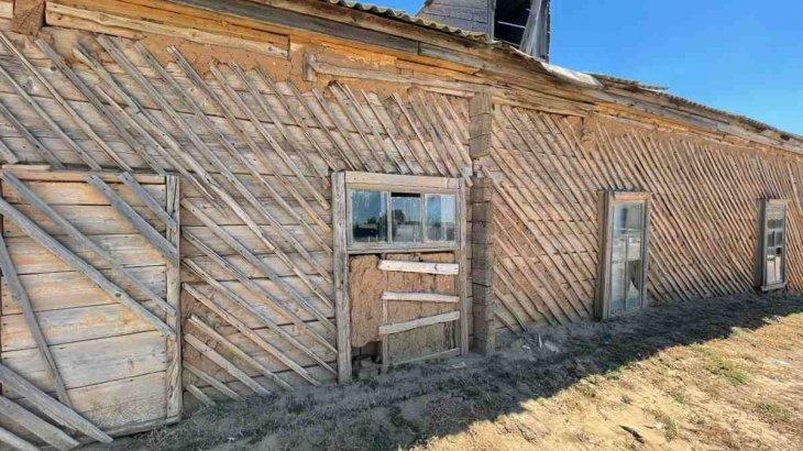 «Қора сияқты»: Атыраудағы кітапхана жұртты шошытты