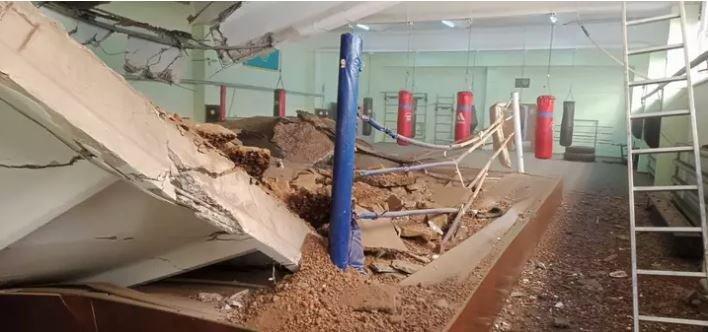 Павлодарда спортзалдың төбесі опырылып түсті (фото)