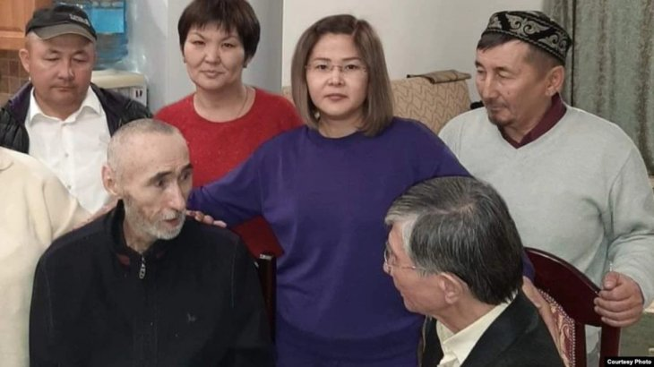 Түрмеден босатылған Арон Атабек Алматыға ұшып келді