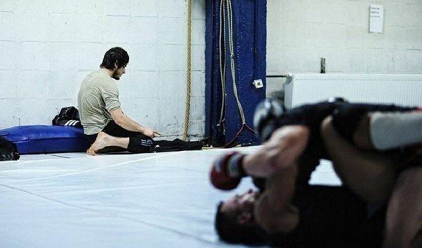 «Намаз немесе спорт»: Шенеуніктер дінге бет бұрған спортшыға қысым көрсетіп жатыр